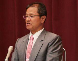 記者会見で知事選勝利への決意をのべる高橋わたる氏