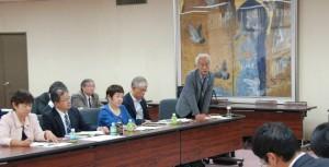 県当局に要望をつたえる多田前市議(県議事堂)